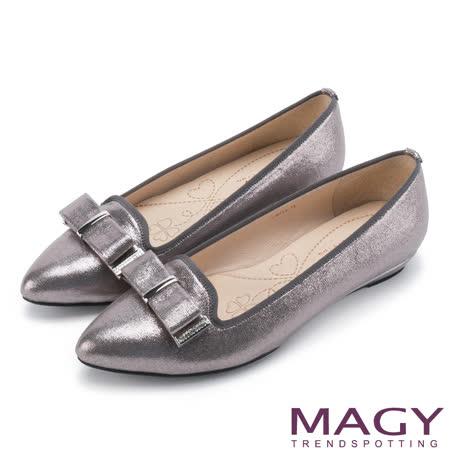 MAGY 復古上城女孩 質感亮布蝴蝶結平底尖頭鞋-銀色
