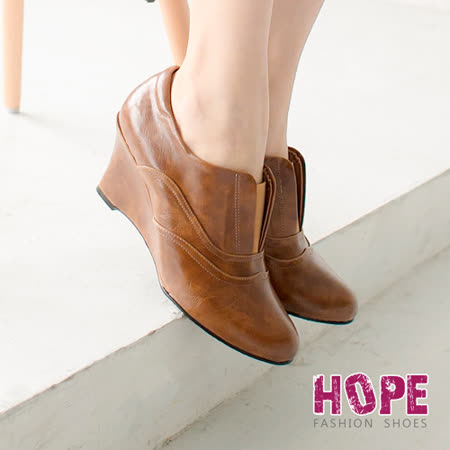 【HOPE】質感牛紋楔型踝靴-棕【K130E2078】