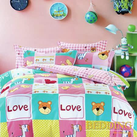 【BEDDING】100%棉雙人特大 6x7尺舖棉床包+舖棉兩用被四件組-歡樂谷