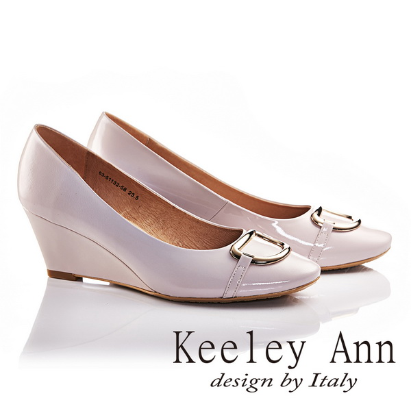 Keeley Ann亮面金屬釦飾OL全真皮軟墊微方頭楔形高跟鞋 淺粉色635113258