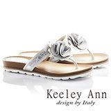 Keeley Ann嬌豔花朵真皮T型平底涼拖鞋(白色631013240)
