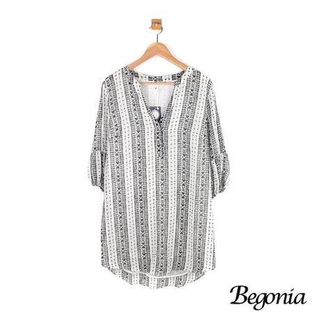 【Begonia】大V領壓釦圖騰雪紡洋裝(共二色)