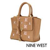 NINE WEST--甜美雕花兩用包--清新駝