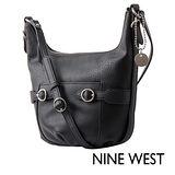 NINE WEST--釦飾U型設計肩背包--經典黑
