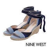 NINE WEST--草編楔型綁帶涼鞋--拼色藍