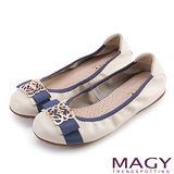 MAGY 甜美舒適 金屬造型飾扣牛皮娃娃鞋-米色