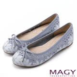 MAGY 甜美時尚 鞋面印花牛皮簍空平底娃娃鞋-淺紫