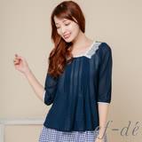 【ef-de】激安 輕盈雪紡薄透壓摺蕾絲拼接領襯衫(古典藍)