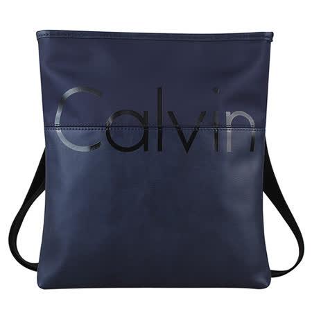 CK Calvin Klein 經典Calvin壓印文字LOGO厚尼龍拼接皮革扁型斜背包(深藍)