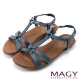 MAGY 休閒舒適 牛皮蜥蜴壓紋平底涼鞋-藍色