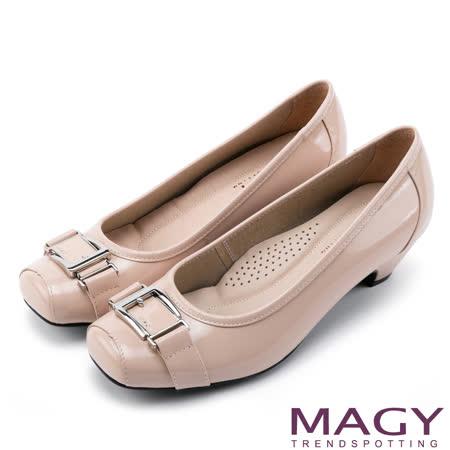 MAGY 氣質通勤款 鏡面牛皮皮帶飾釦方頭中跟鞋-粉紅