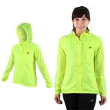 (女) ASICS 可收納外套-慢跑 路跑 亞瑟士 連帽外套 螢光黃