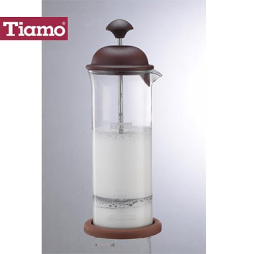Tiamo 玻璃奶泡杯400ml咖啡色 附底墊 ^(HG5265^)