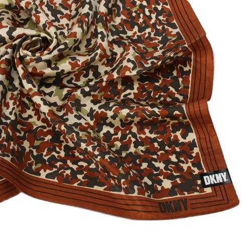 DKNY 滿版迷彩風帕領巾-咖啡邊