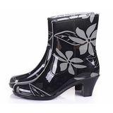 下雨不怕破壞OL造型 高跟雨鞋上市-黑底白花紋