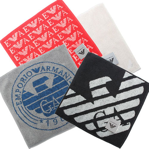 Emporio Armani 經典老鷹標誌方巾。任選二條1080元