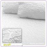 【EYAH宜雅】絲緞面立體花紋100%防水雙人特大保潔墊三件組(含枕墊*2)-銀白