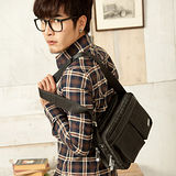 【金安德森】雙口袋休閒造型 橫式拉鏈隨型包-黑色素格