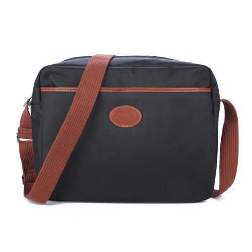 Longchamp 中性拉鍊尼龍斜背大方包-黑色