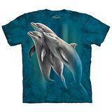 【摩達客】(預購)(大尺碼3XL)美國進口The Mountain 海豚戲水 純棉環保短袖T恤