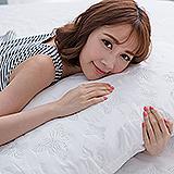 (任)J-bedtime【蝶舞飛揚】加大絕美壓紋X防汙防塵床包式保潔墊(白蝶)