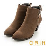 ORIN 簡約時髦 雙色感素面粗跟短靴-棕色
