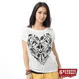 5th STREET 骷髏植絨印花短袖T恤-女-米白