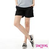 SOMETHING 袋蓋大口袋休閒短褲-女-黑色