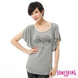 SOMETHING 肩開衩愛心巴黎T恤-女-麻灰色