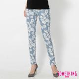 SOMETHING LADIVA花朵合身牛仔褲-女-漂淺藍