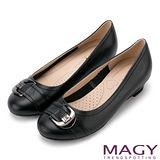 MAGY 通勤百搭 真皮氣質皮帶釦環低跟鞋-黑色