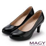 MAGY 簡約OL通勤款 素雅珠光牛皮高跟鞋-黑色
