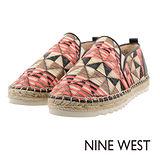 NINE WEST--運動風草編休閒鞋--幾何橘紅