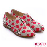 【BESO】翻玩時尚生活 點點動物紋花布樂福鞋(淺灰)
