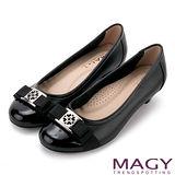 MAGY 舒適優雅 幸運草織帶蝴蝶結牛皮低跟鞋-黑色