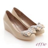 【effie】懷舊特餐 全真皮復古點點蝴蝶結楔型鞋(卡其)