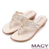 MAGY 優雅氣息無限蔓延 細緻水鑽簍空夾腳拖鞋-米色