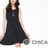 CHICA 圓形壓花布素面無袖洋裝(共2色)-黑色