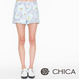 CHICA 插畫手繪花朵短褲(共2色)-淺綠花