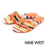 NINE WEST--帆布條紋夾腳拖鞋--亮麗橘