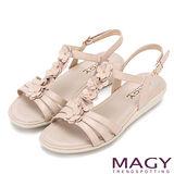 MAGY 甜美氛圍 皮革花朵造型厚底涼鞋-米粉