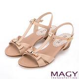 MAGY 典雅時尚 羊皮皮帶金屬蝴蝶結飾釦涼鞋-棕色