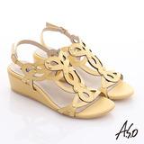 A.S.O 玩美涼夏 鏡面牛皮鏤空花朵鉚釘楔型涼鞋(黃)