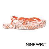NINE WEST--渡假繽紛厚底夾腳拖鞋--熱情橘