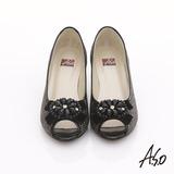 【A.S.O】璀璨美型 真皮拼接花紋珠飾蝴蝶結魚口跟鞋(黑)