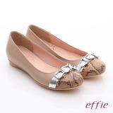 【effie】軟芯系列 全真皮拼接金屬飾釦蛇紋平底鞋(卡其)