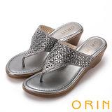 ORIN 魅力新時尚 寬版幾何排鑽楔型夾腳拖鞋-灰色