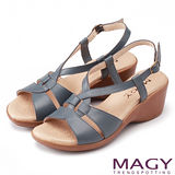 MAGY 簡約時尚風情 嚴選牛皮交叉造型坡跟涼鞋-藍色