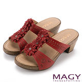 MAGY 休閒時尚 真皮皮革花朵造型粗跟脫鞋-紅色