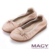 MAGY 甜美舒適 牛皮抓皺蝴蝶結鑽飾休閒娃娃鞋-粉紅